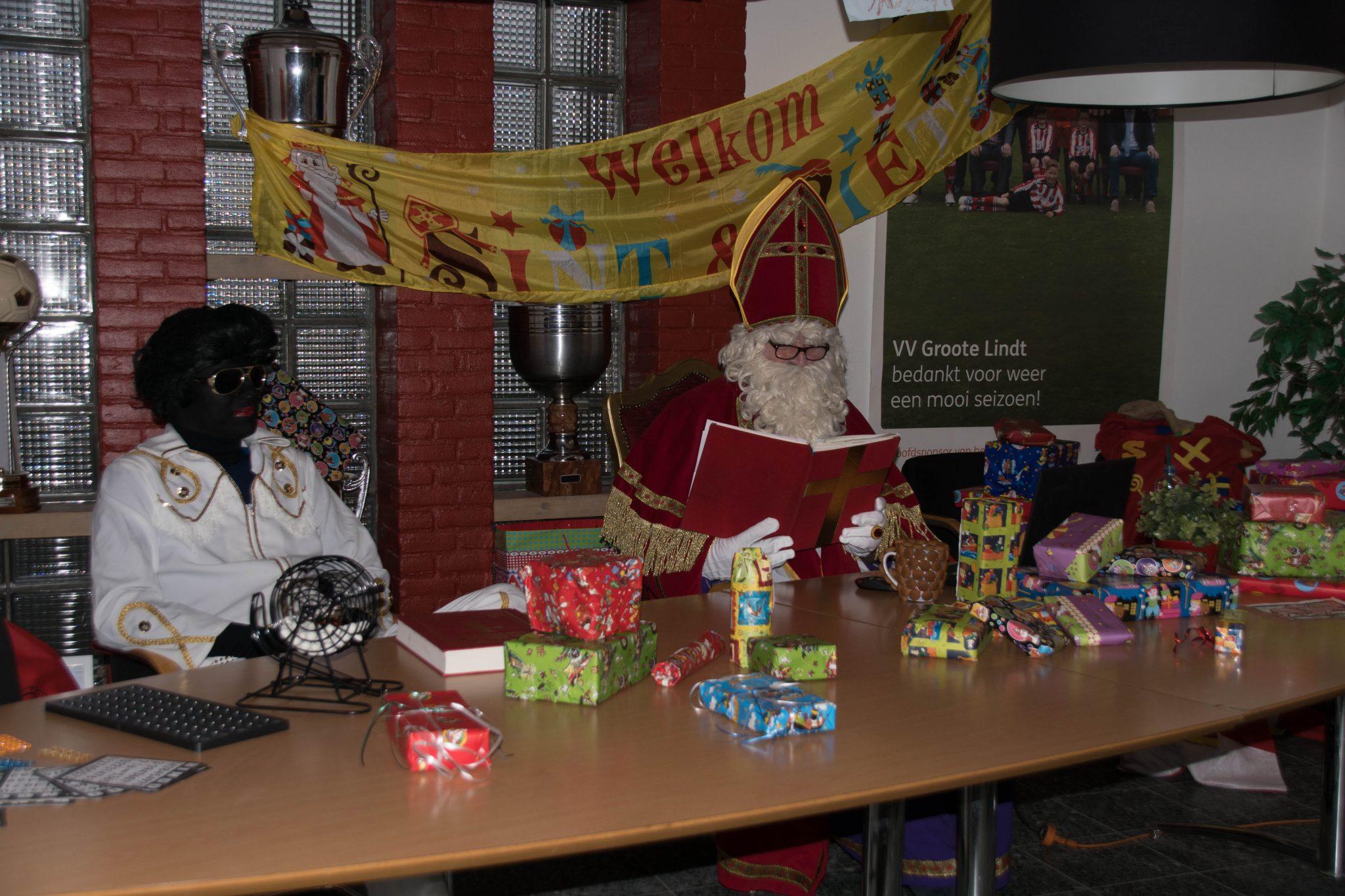 Sinterklaas bezoekt Groote Lindt