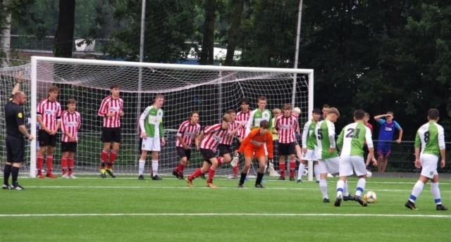 Groote Lindt JO19-1 eindigt het seizoen met een uitwedstrijd bij Pelikaan.