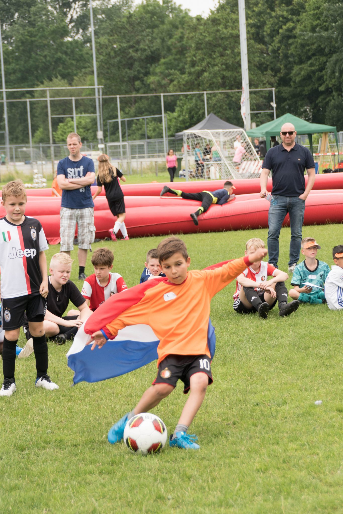 Honderd blije kids op Oranjefestival